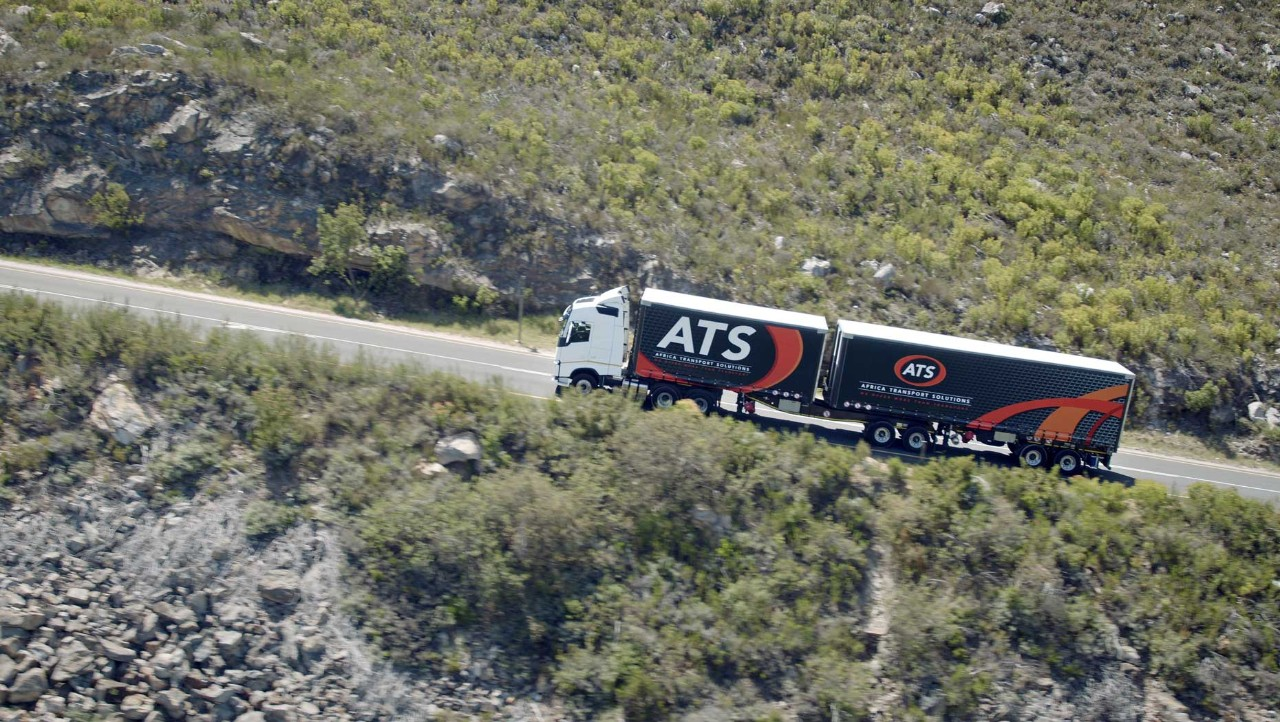 The ATS Volvo FH with Volvo Torque Assist climbs a hill in Cape Town